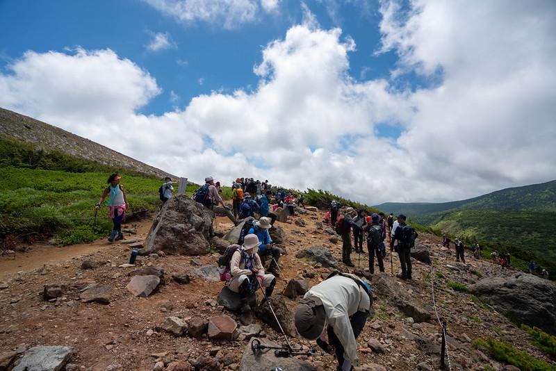 混雑する登山道