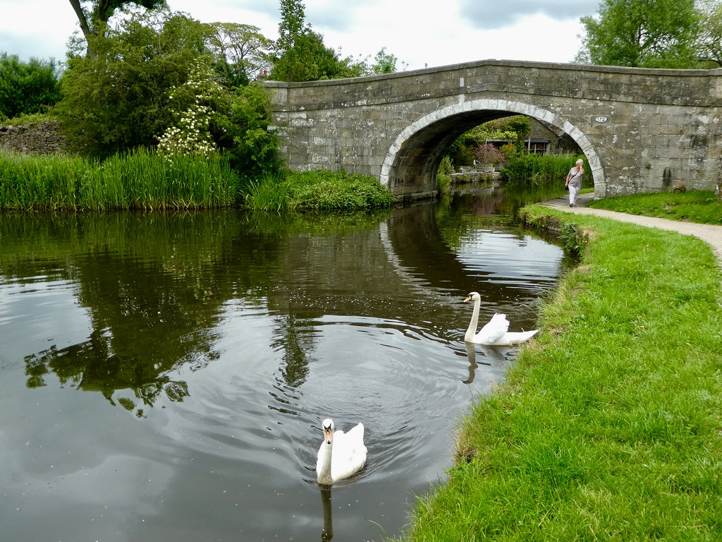 Leeds Liverpool canal at Gargrave