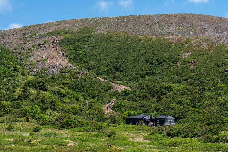 一切経山の避難小屋