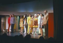 """Comédie Musicale """"Ne ratez pas l'espion"""" au théâtre de la Marjolaine à Eastman. 1966. VM94-Sd06-012. Archives de la Ville de Montréal."""