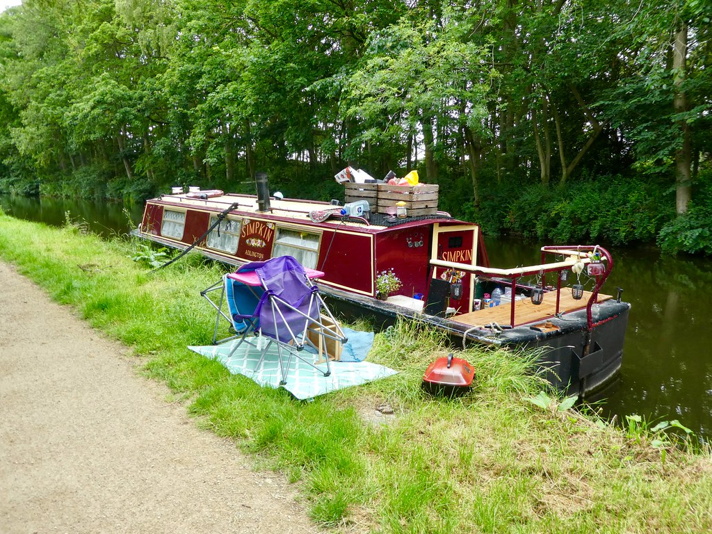 Canal boat moored at Gargrave