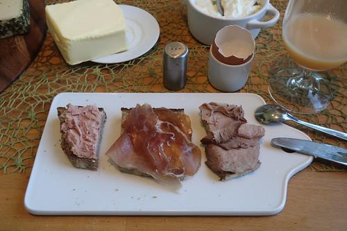 Rindsleberwurst, westfälischer Knochenschinken und Bratenaufschnitt auf Majanne-Brot