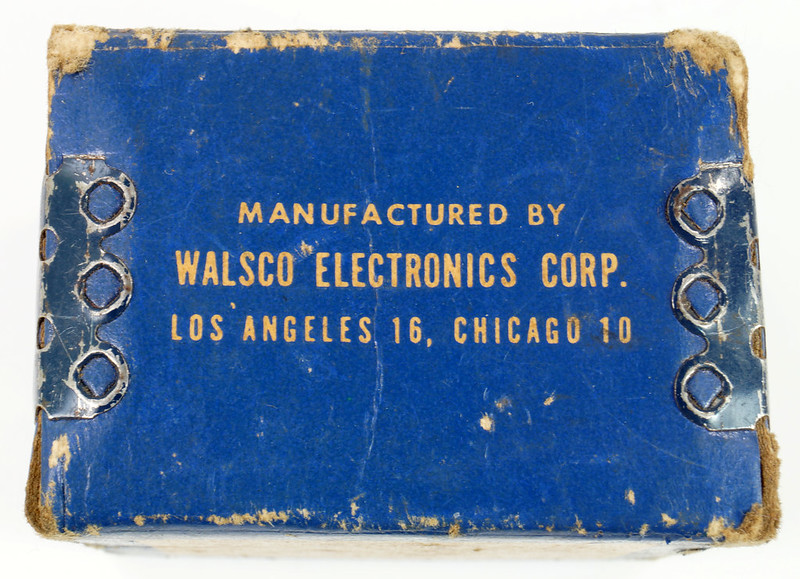 RD21174 Vintage Round Walsco Pioneer Radio Chassis Punch in Original Box DSC08279
