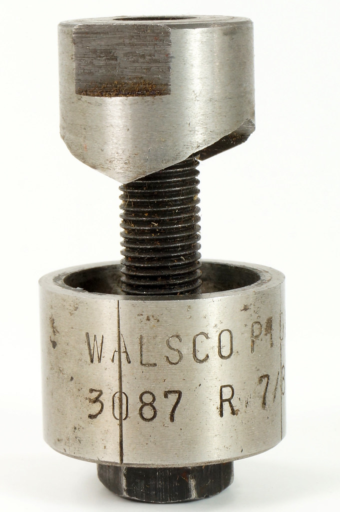 RD21174 Vintage Round Walsco Pioneer Radio Chassis Punch in Original Box DSC08281