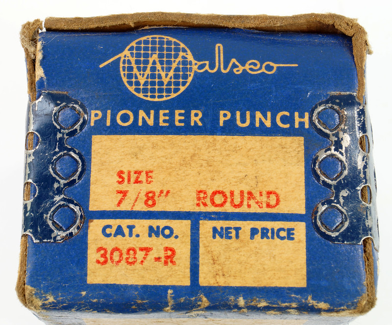 RD21174 Vintage Round Walsco Pioneer Radio Chassis Punch in Original Box DSC08278