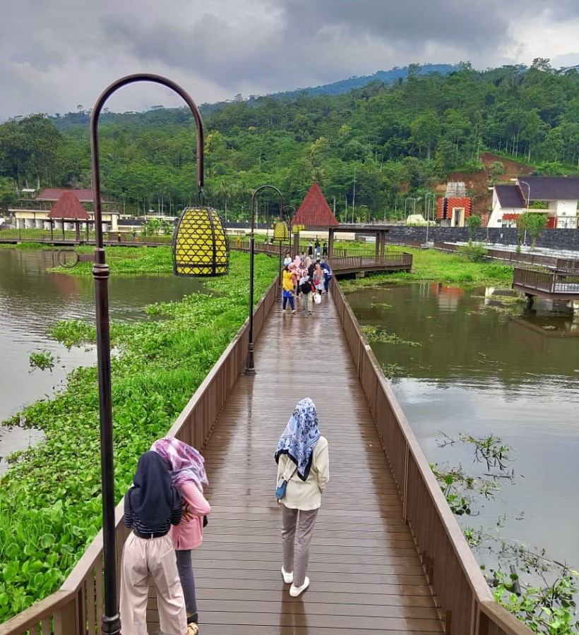 Bukit Cinta Rawa Pening Destinasi Alam Dengan Sentuhan Arsitektur Modern Brisik Id