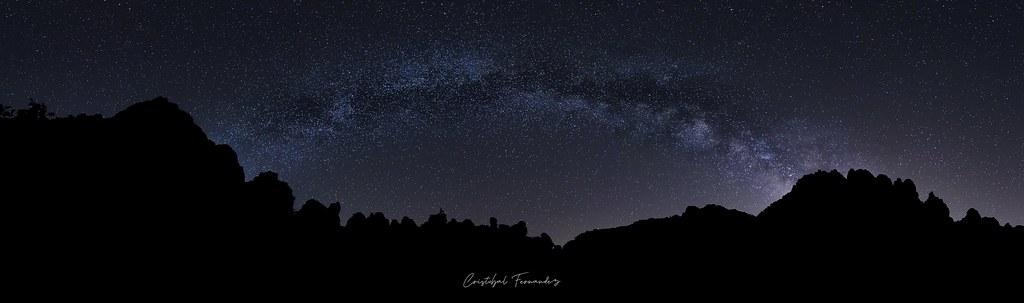 Arco Galáctico sobre las siluetas del Torcal