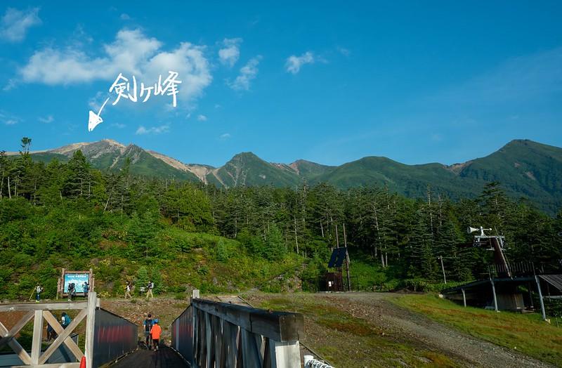 御嶽山の剣ヶ峰が見える