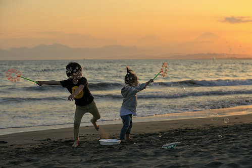 beach seaside seashore sunset children soapbubble mtfuji wave wind eveningglow
