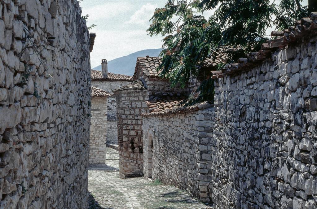 Berat - strada con abside