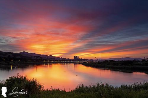 sunrise taipei taiwan canon eos6d2 ef1740 rgnd sky cloud 台灣 台北 火燒雲 天空 skyfire 圓山河濱公園 圓山