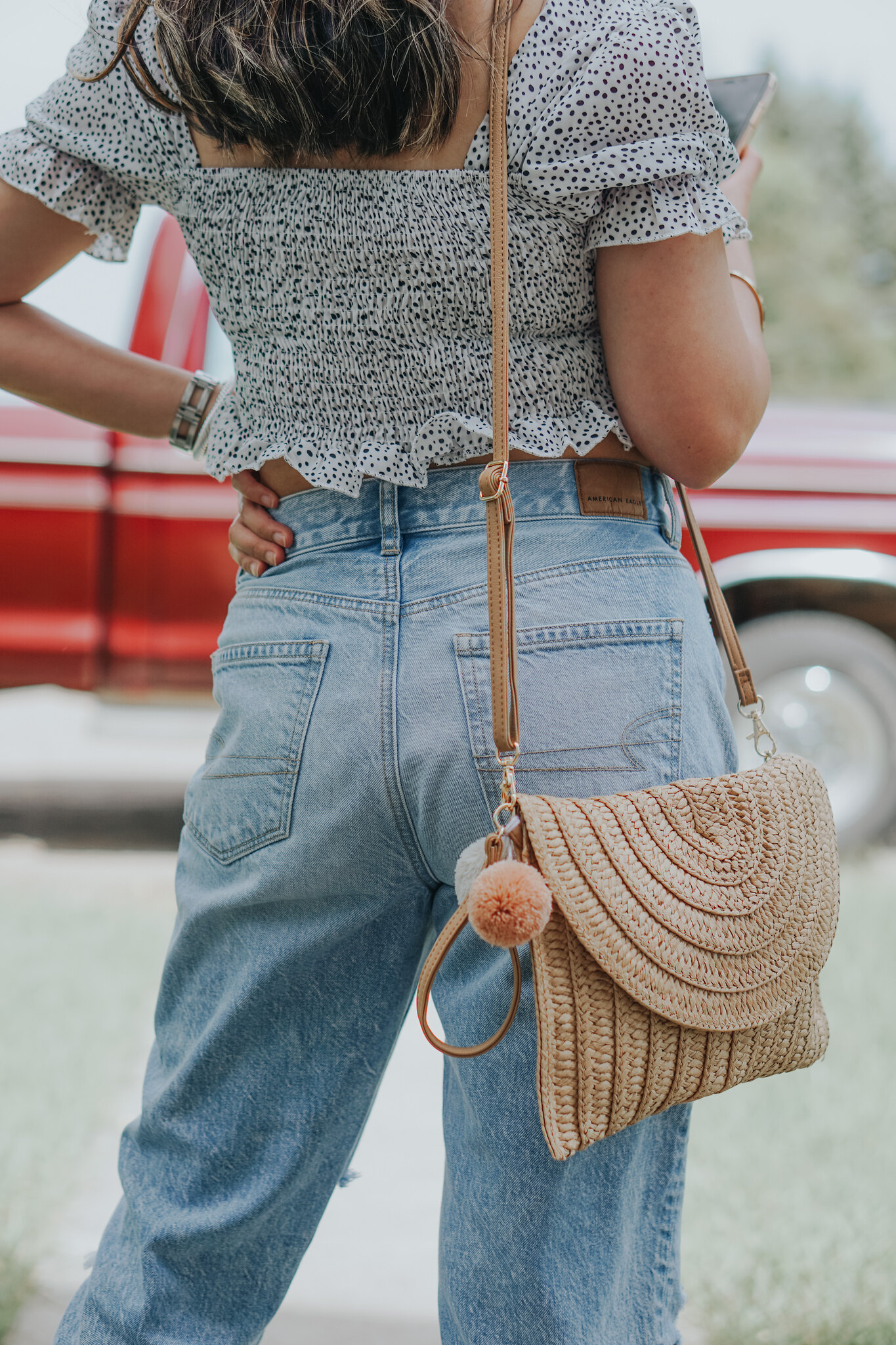 How To Style Mom Jeans— 7 Outfit Ideas