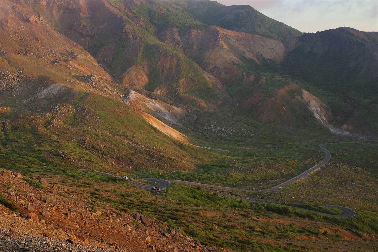 火山の中を足る磐梯吾妻スカイライン