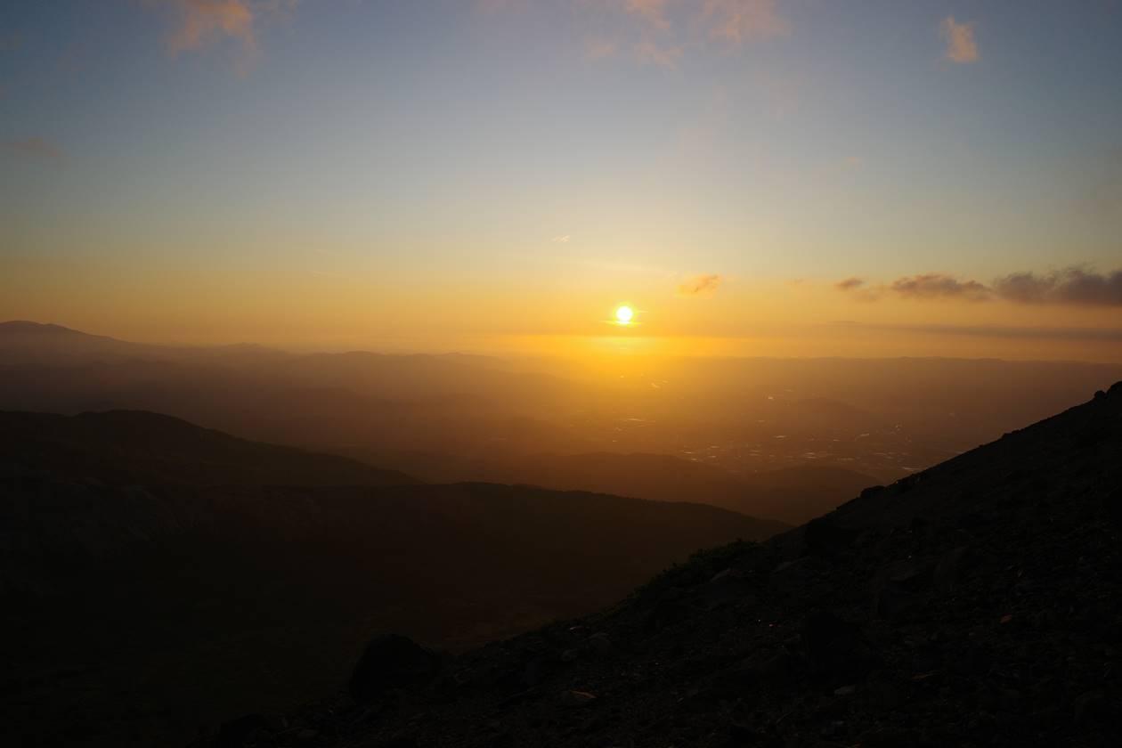 吾妻小富士から眺める朝日