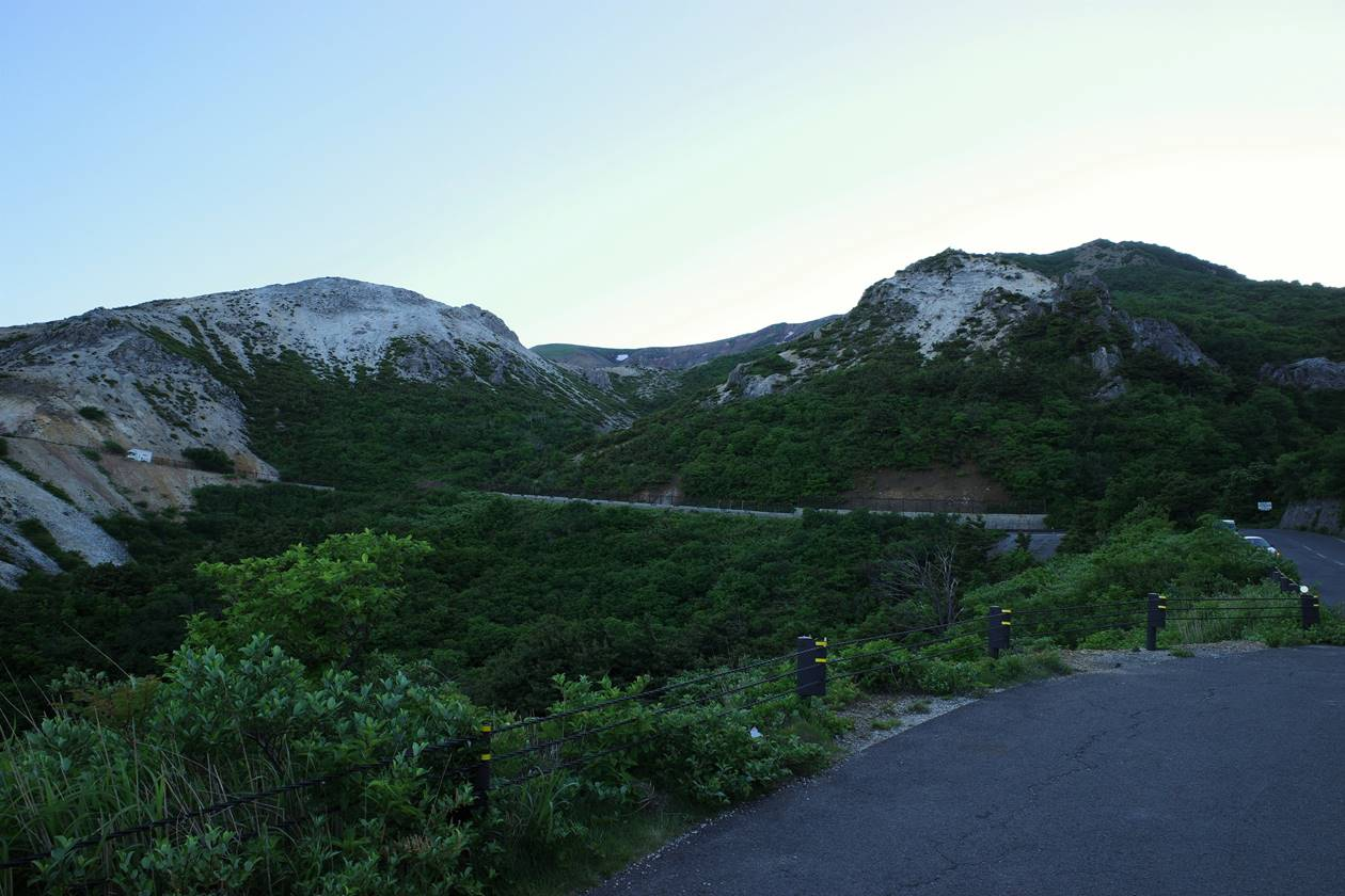 磐梯吾妻スカイラインからの一切経山の火山風景