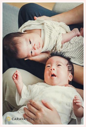 双子の赤ちゃん 姉妹