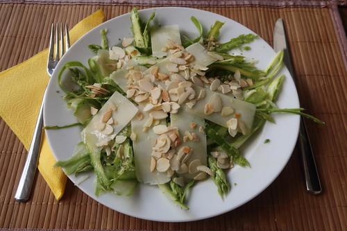 """""""Ribboned"""" Spargel Salat nach einem Rezept von Smittens Kitchen (mein Teller)"""
