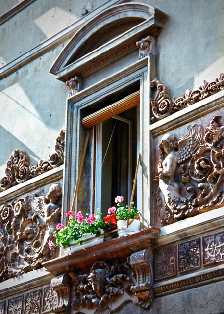 Window in Castiglione del Lago