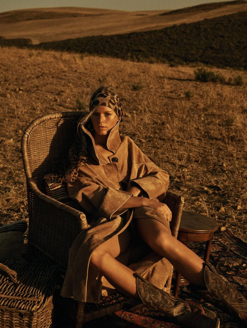 Anna-Ewers-Safari-Editorial09