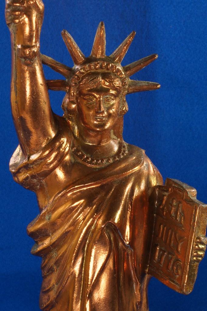 RD27921 Mid Century Statue of Liberty United Clock Lamp Big & Showy Copper Tone NYC Souvenir 15 inch DSC08367
