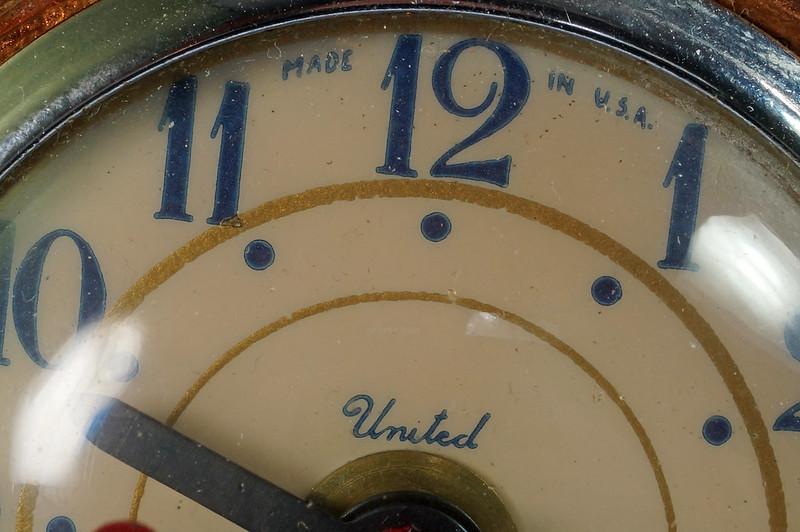 RD27921 Mid Century Statue of Liberty United Clock Lamp Big & Showy Copper Tone NYC Souvenir 15 inch DSC08365