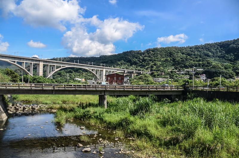 鯉魚潭(南片山)、枕頭山登山口望台鐵鯉魚潭拱橋鐵道