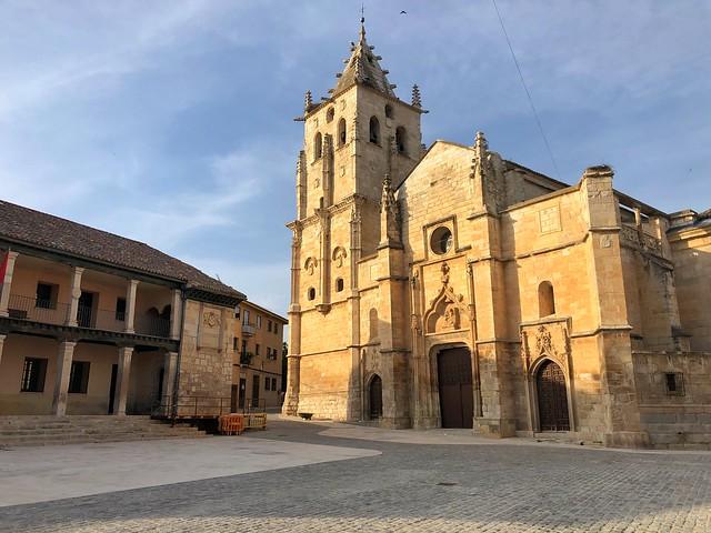Plaza mayor de Torrelaguna, uno de los pueblos más bonitos de Madrid y a corta distancia desde Talamanca del Jarama