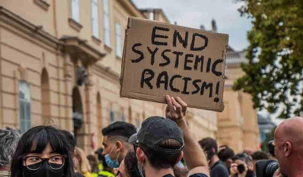 La police américaine tue 6 fois plus de Noirs que de Blancs