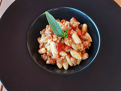 Cavatelli fatti in casa con sugo di salsiccia - Homemade cavatelli pasta with sausage sauce