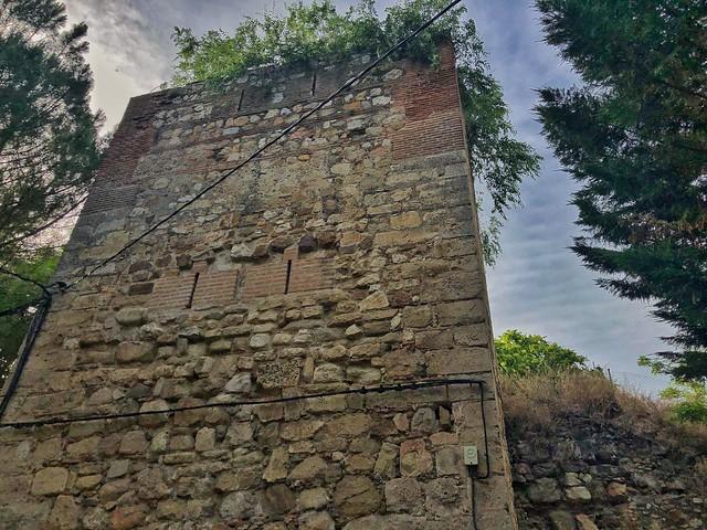 Torreón de la antigua muralla árabe de Talamanca del Jarama (Madrid)