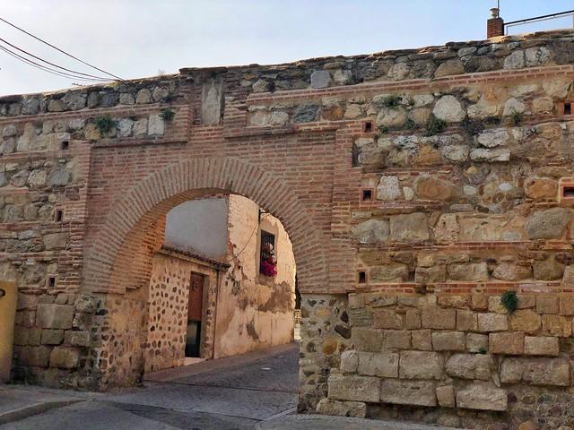 Puerta de la Villa o la Tostonera (Acceso en la muralla de Talamanca del Jarama)