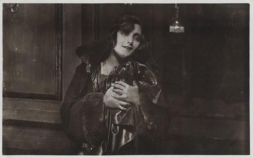 Diomira Jacobini in L'isola della felicità (1921)