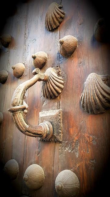 Puerta de iglesia!!!                                                                                                                                                                Church door!!!