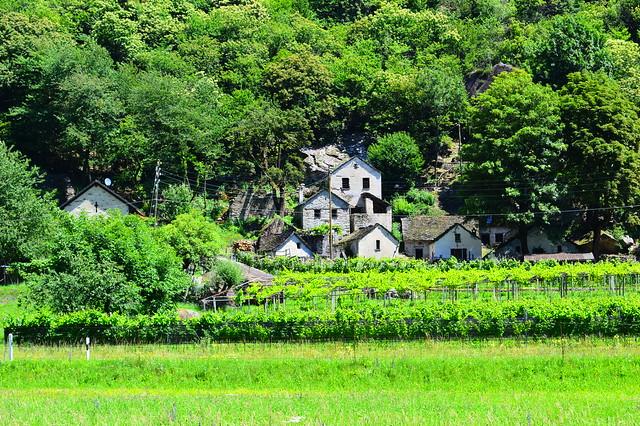 Kleine, alte Steinhaussiedlung bei Marogno im Bleniotal