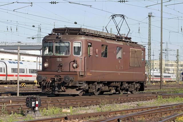 BLS Re 4/4 425 186 Basel Badischer Bahnhof