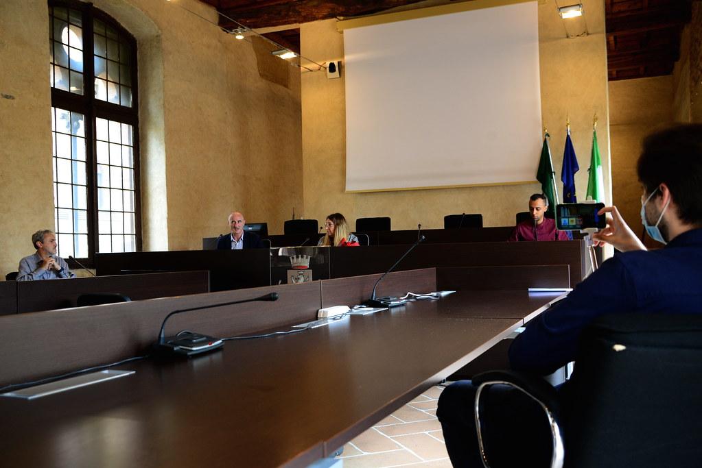RESTATE IN CITTA' - CONFERENZA STAMPA E SISTEMAZIONE CORTILE 17 GIUGNO 2020 Foto A. Artusa