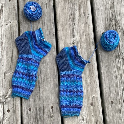 I modified my Fruit Stripe Gum Socks to have 2 x 2 ribbing instead of 1 x 1 ribbing. I have finished the gussets and heels and am knitting the soles!