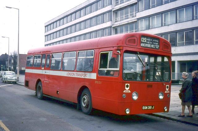 London Transport . SMS 351 EGN351J . Station Road , Winchmore Hill , London . Saturday 16th-January-1971 .
