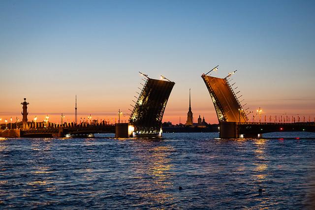 Dvortsoviy Bridge tonight