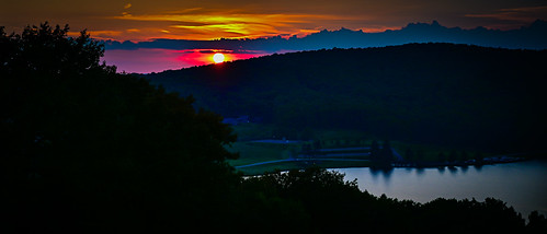 terraalta wv unitedstates sunset over alpine lake terra alta us usa wva west virginia pond water hulls landscape paysage mountain moutains hill hillside range pano panorama panoramic vista tree trees red orange yellow sun