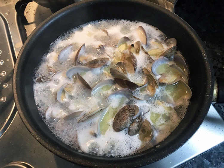 Lemon Garlic Butter Asari Clams Recipe