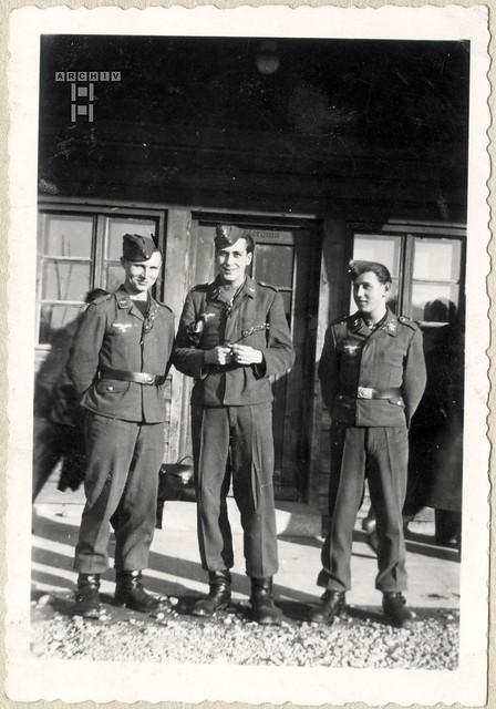 ArchivTappenX576 Album t, Helmut und Herbert, WWII, 1940er
