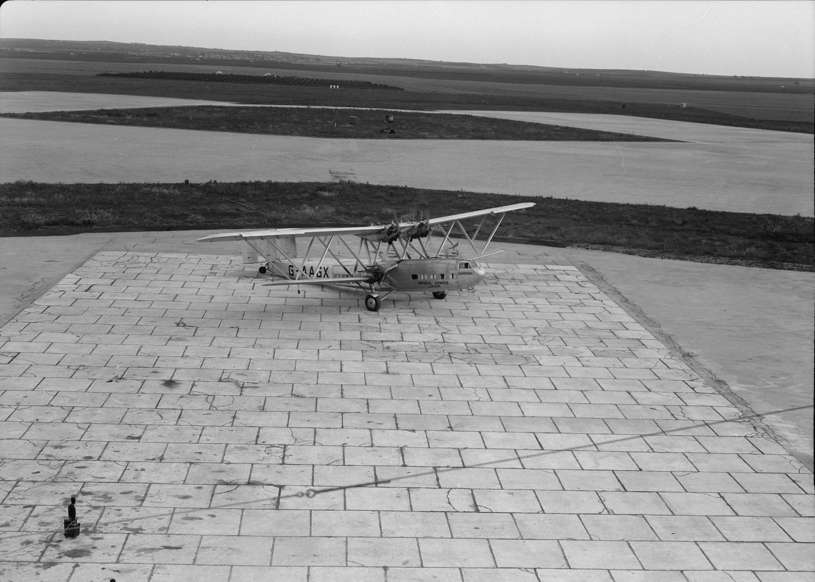 11. Самолет Н.Р.42Е «Ганнибал» авиакомпании «Империал Эйруэйз»