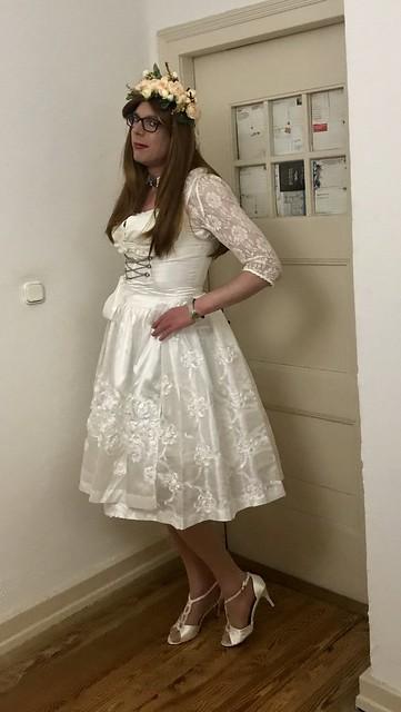 👰 Gorgeous crossdresser bride