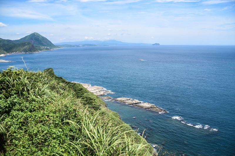 鼻頭山步道稜谷線夕照亭西眺群山及海岸線 (2)