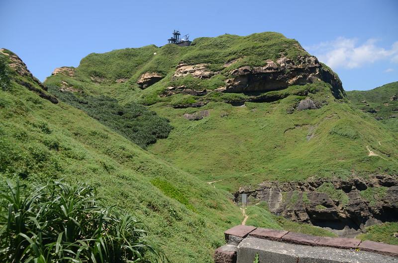 燈塔觀景台仰望鼻頭角山