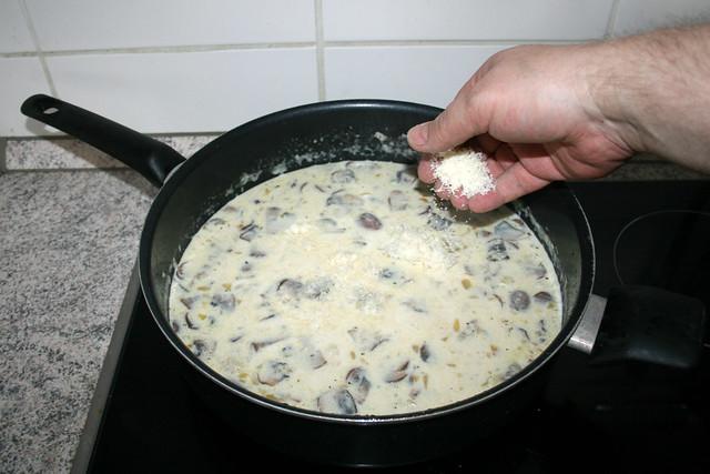 33 - Parmesan einstreuen / Add parmesan