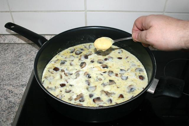 31 - Dijon-Senf einrühren / Stir in dijon mustard