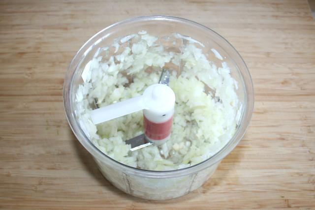 06 - Zwiebel würfeln / Dice onion