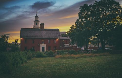 whitehorsetavern newportri rhodeisland citybythesea historicbuilding 1673 colonialcharm charm sunset newportsunset steeple newport unitedstatesofamerica